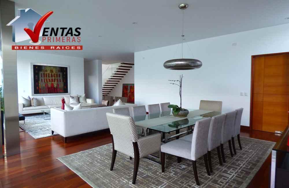 Bella casa condominio nueva en La Planicie